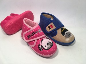 72284B&C@Pantofole Boy&Girl Velcro@SliPPerS 19-27 28-34 @24 P. Box € 3,90  € 4,30